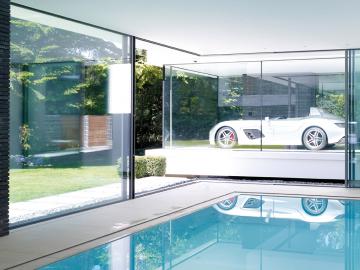 Pool mit Porsche